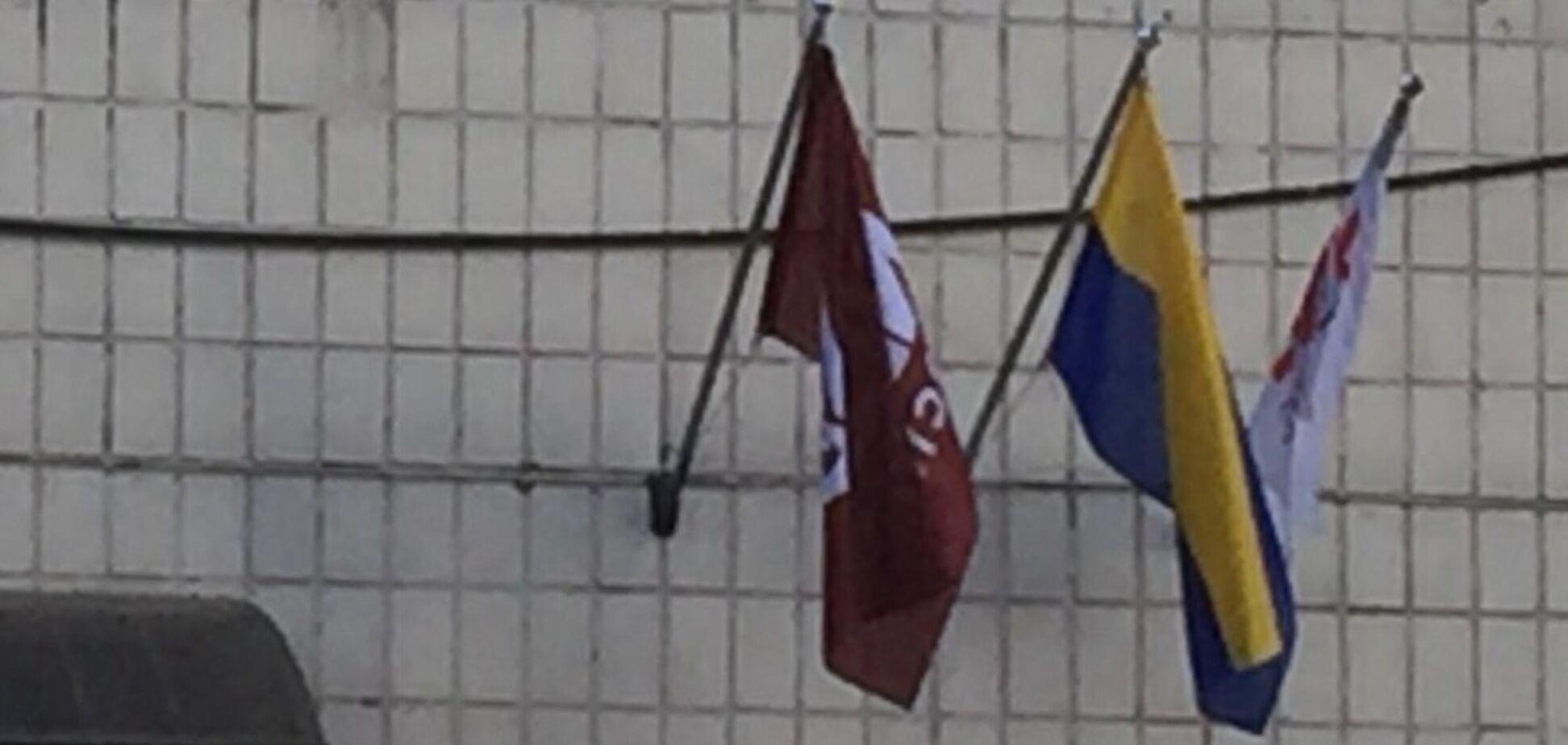 У Києві поглумилися над прапором України
