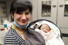 Алена Зеленая с новорожденным