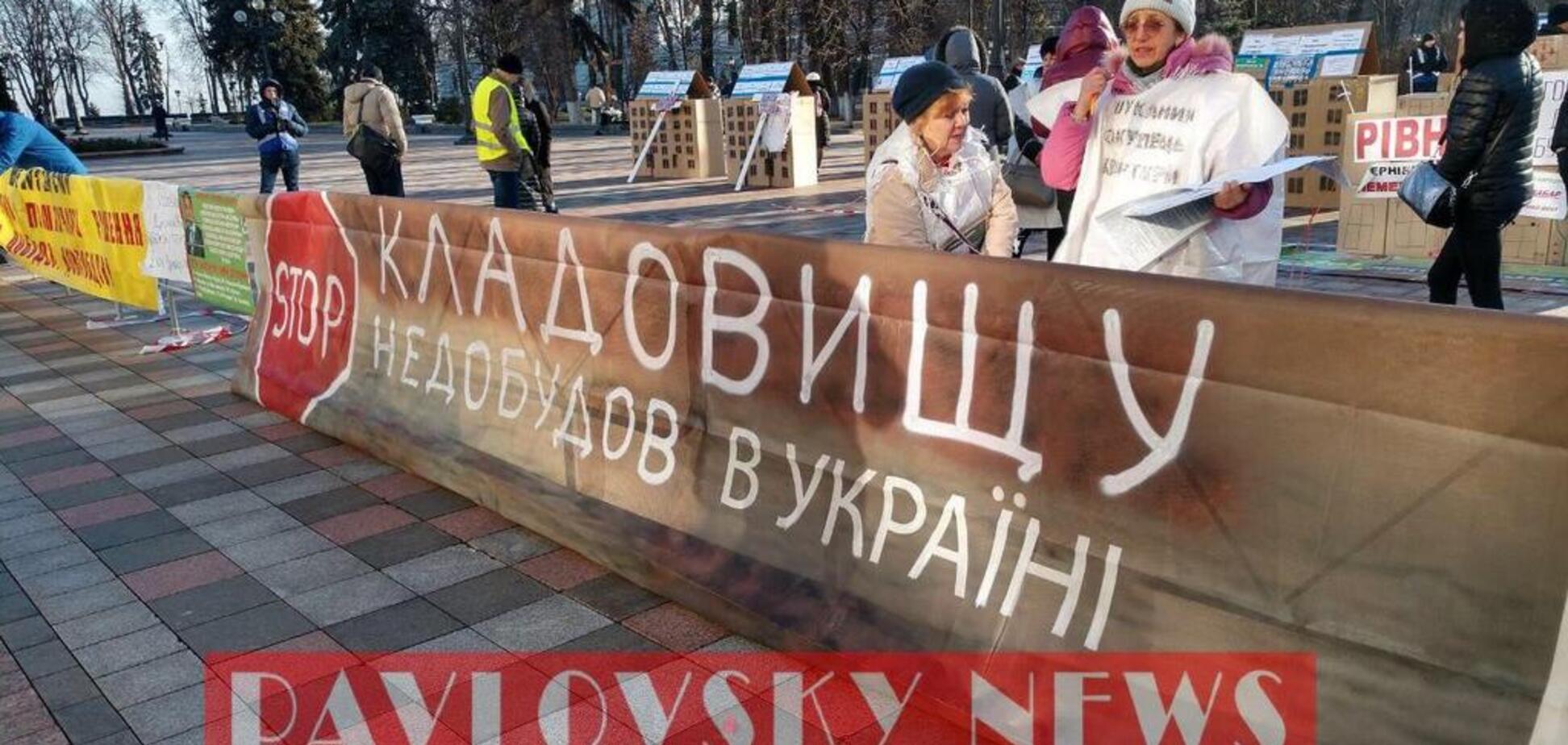 В Киеве возле Рады собрались митингующие противнедостроев