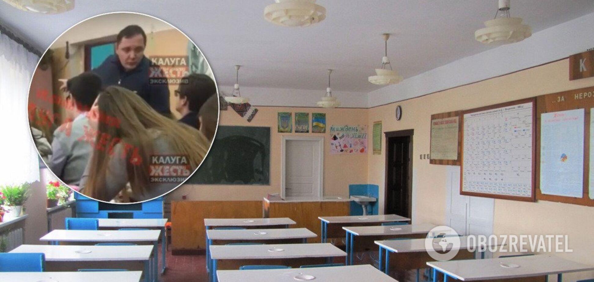 'Завис' в телефоне: в России учитель на камеру устроил драку с учеником