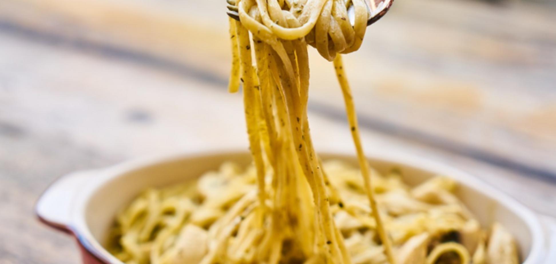 Рецепт соусу, який зробить будь-які макарони неймовірно смачними