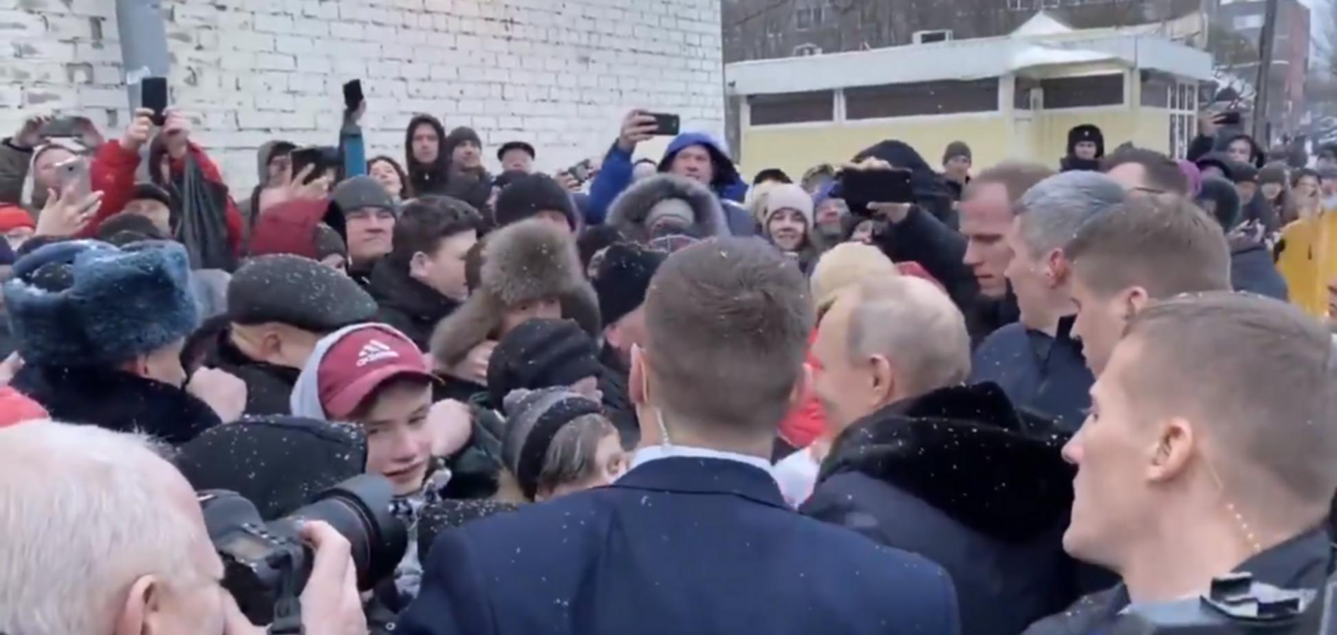 'Цар зійшов до холопів!' У мережі висміяли 'випадкову' зустріч Путіна з народом. Відео