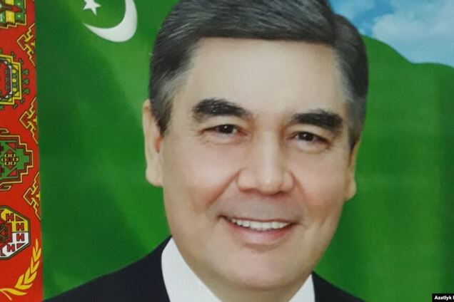 Портрет із сивим президентом Туркменістану