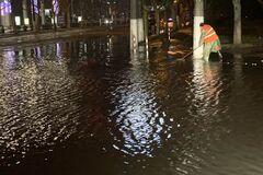 Сильный ливень затопил три улицы в Одессе