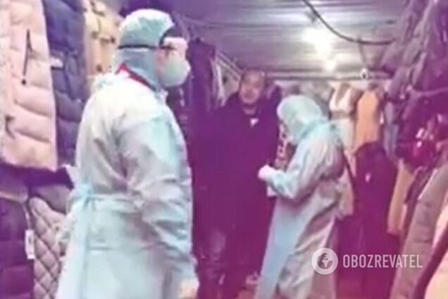 """На одеському ринку """"7 км"""" перевіряють китайців через коронавірус"""