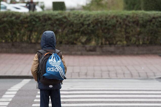 Маленький школьник попал под колеса авто в Днепре