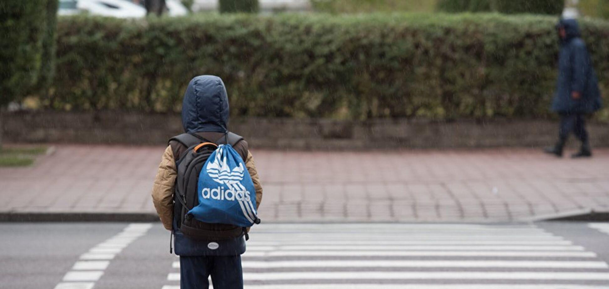 Маленький школьник попал под колеса авто в Днепре. Фото и видео