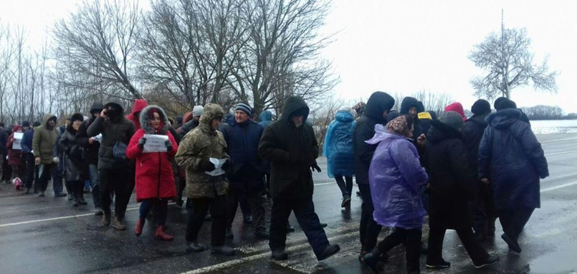 На Черкащині селяни перекрили трасу через небажання приєднуватись до райцентру