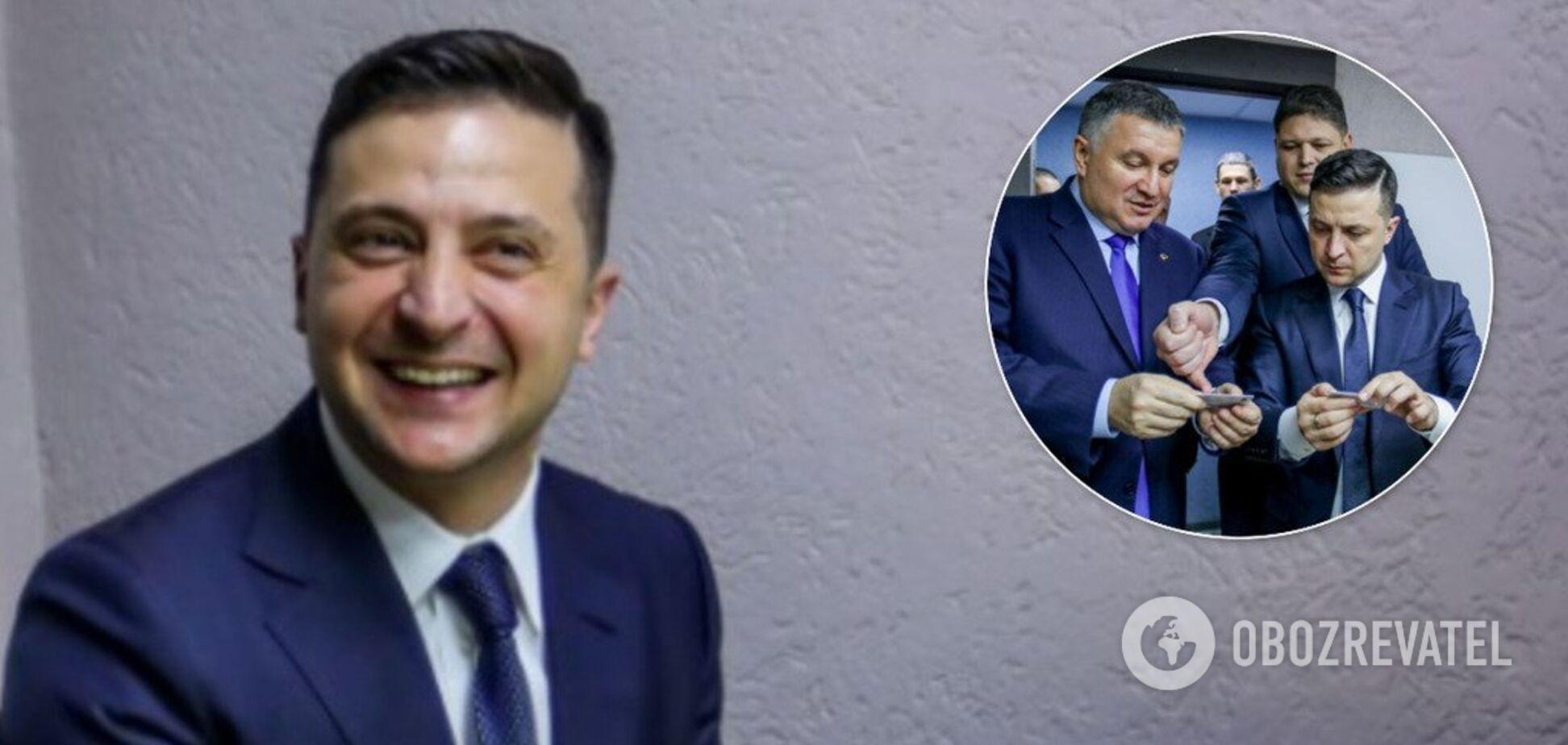 Зеленський першим в Україні отримав електронний підпис для нової ID-карти: фото