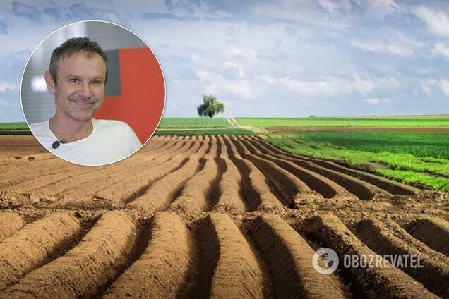 """Лідер партії """"Голос"""" та фронтмен гурту """"Океан Ельзи"""" Святослав Вакарчук заявив, що в Україні потрібно ухвалити такий законопроєкт щодо запуску ринку землі, який би захищав насамперед права малих і середніх фермерів"""
