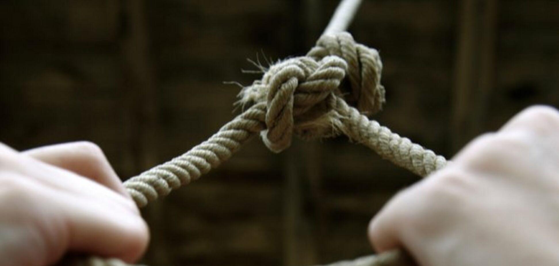 У Кривому Розі екс-в'язень влаштував публічне самогубство. Фото 18+