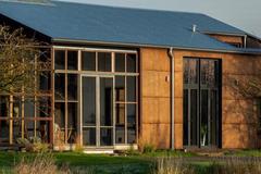 Сонячні панелі і конопляний біопластик: в Британії показали вуглецево-негативний будинок