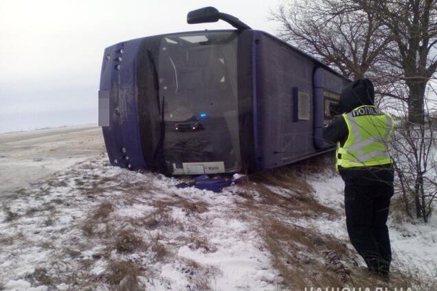 На трассе Одесса-Киев перевернулся автобус с пассажирами