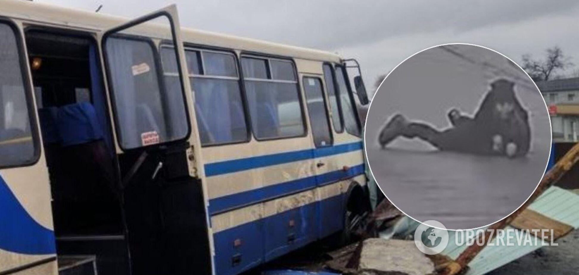 'Не выпала, а спрыгнула': в сети разгорелся скандал вокруг аварии автобуса с детьми в Каменском