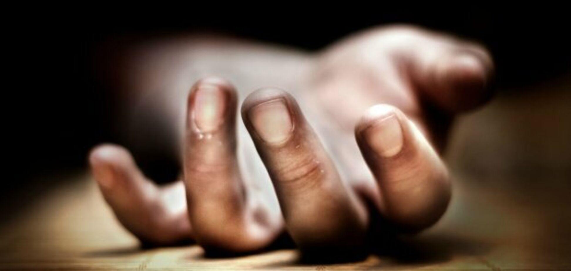 'Не выходил на связь': в Кривом Роге в квартире обнаружили труп мужчины. Фото 18+