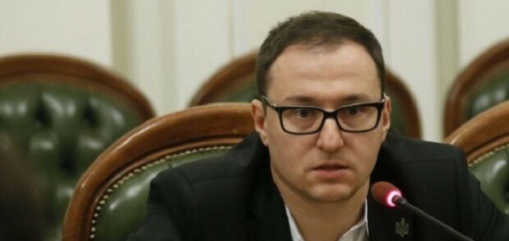В Україні запропонували перевести чиновників на електромобілі