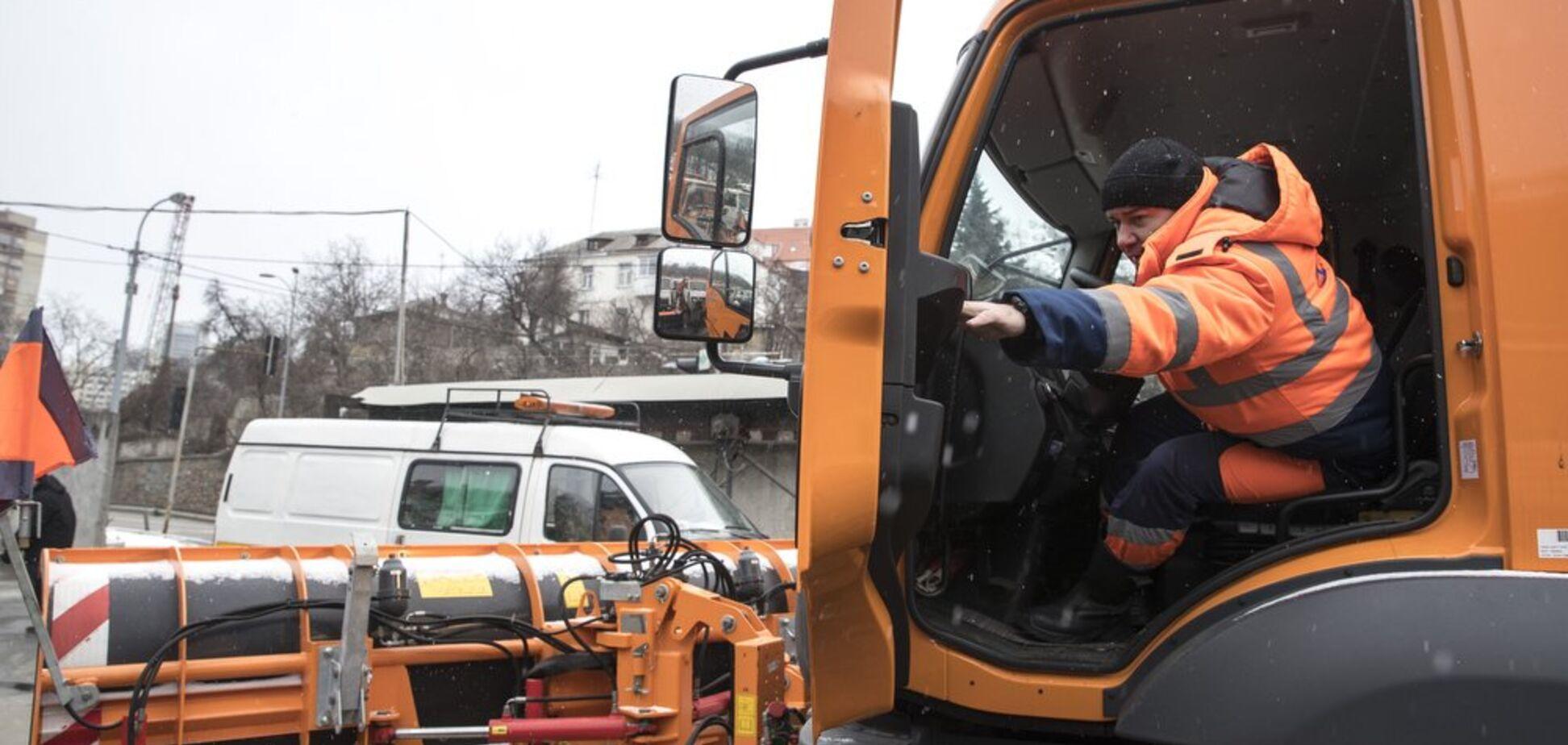 Київ отримав нову спецтехніку для обробки доріг: Кличко розкрив подробиці