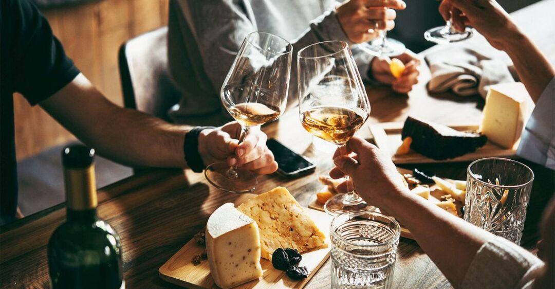 Как пить, чтобы не пьянеть: врач дал советы