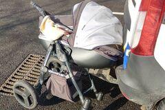 Под Запорожьем водитель сбил коляску с ребенком на 'зебре': жуткое видео 18+