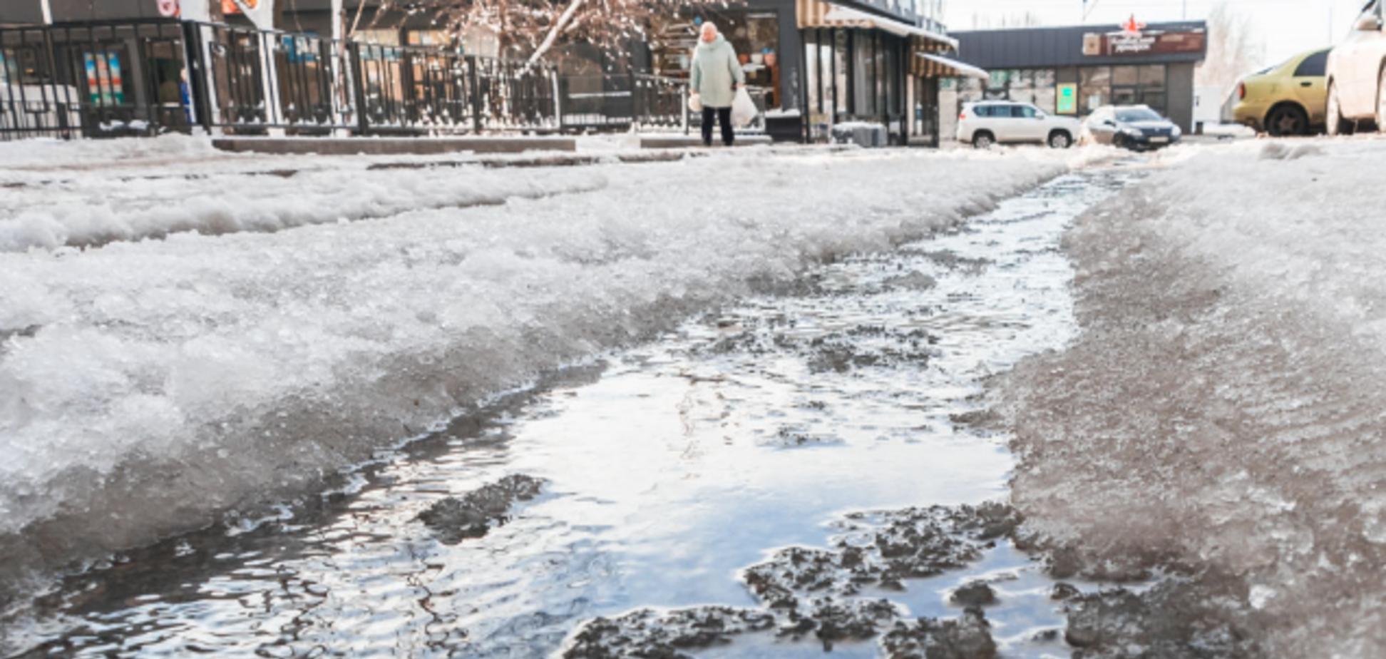 Вода заливає вулиці: в Дніпрі сталася масштабна НП. Фото