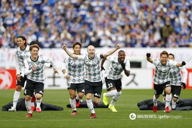 """Игроки """"Виссел Кобе"""" празднуют победу в Суперкубке Японии"""