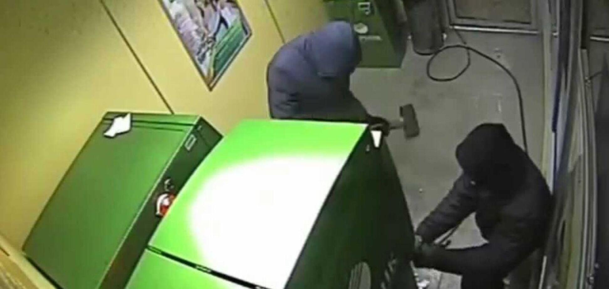 Два дні - і готово: українці в Боснії обнесли 23 банкомати Сбербанку Росії