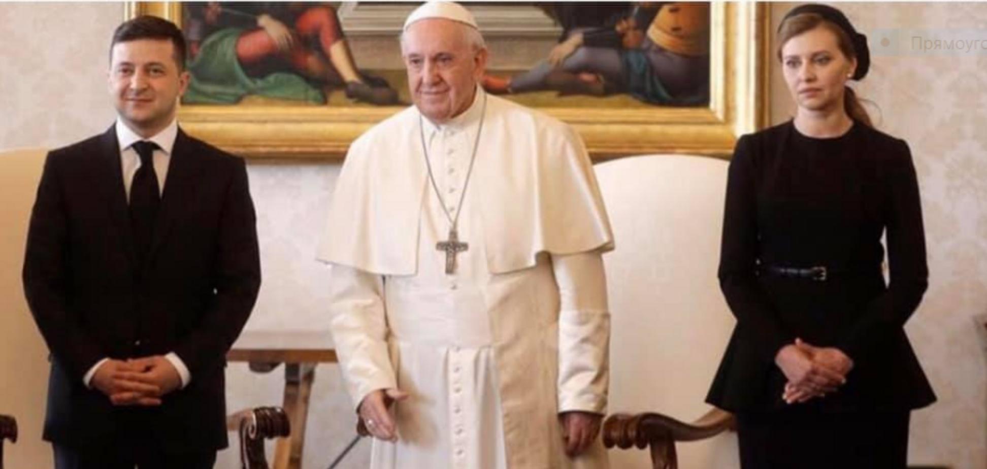 Названа причина черного наряда Зеленскойу Папы Римского