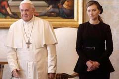 Названа причина чорного вбрання Зеленськоїу Папи Римського