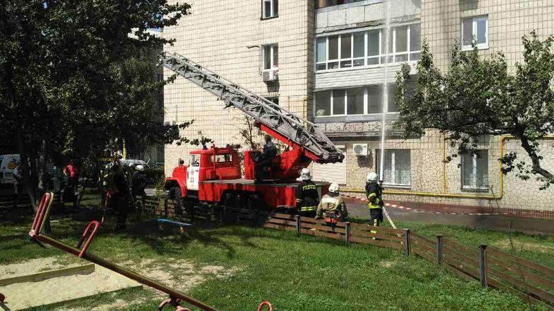 ВКиеве загорелась квартира вмногоэтажке, трое погибли