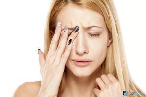 Нервный тик глаза, века, мышц лица: причины возникновения и основные симптомы, способы лечения заболевания