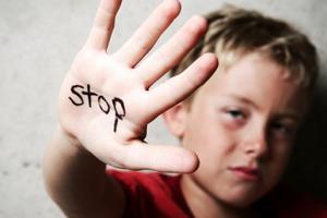 Жестокое обращение с детьми: причины возникновения и основные симптомы, способы лечения заболевания