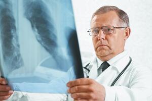 Инфильтративный туберкулез легких: причины возникновения и основные симптомы, способы лечения заболевания