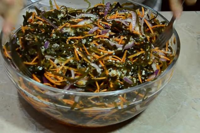 Салат из морской капустой