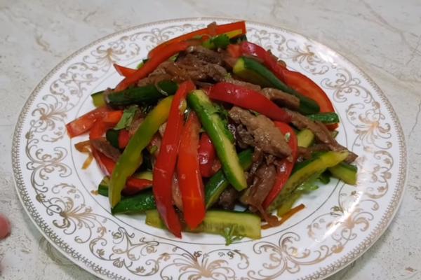 Корейський салат із м'ясом