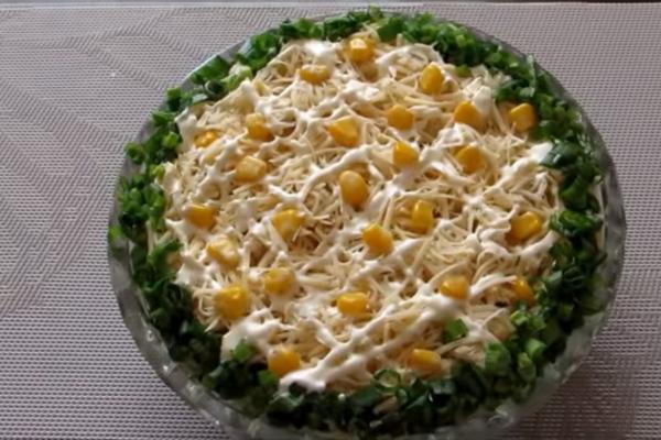 Салат із куркою та кукурудзою
