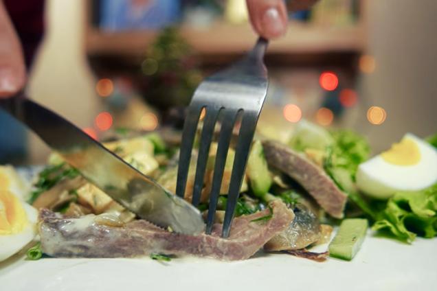 Теплий салат із язиком