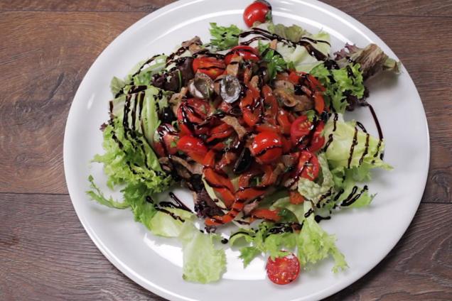 Теплий салат із яловичиною