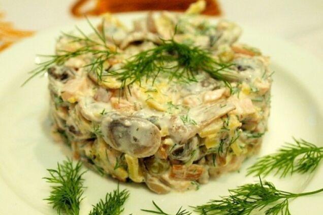 Салат із печерицями та куркою