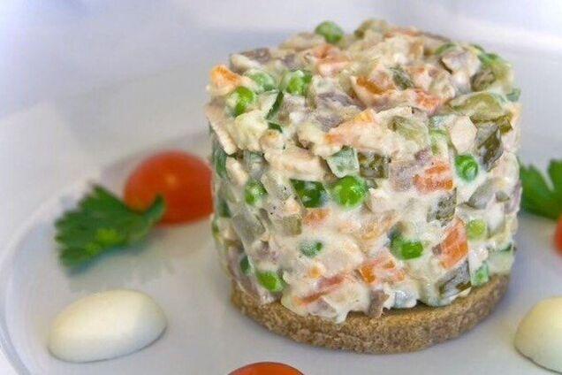 Салат із куркою та сиром