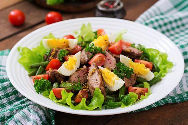 Теплий салат зі спаржею