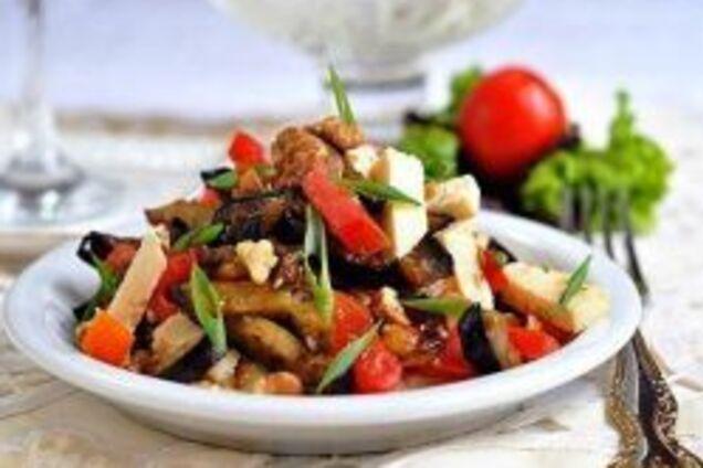 Теплий салат із баклажанами