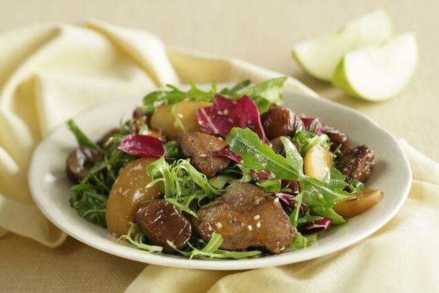 Теплий салат із печінкою
