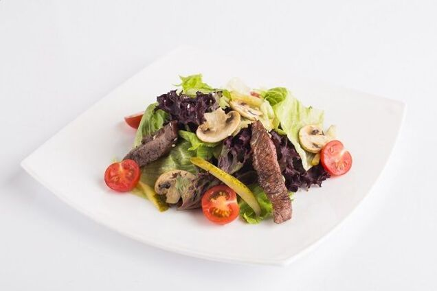 Теплий салат із телятиною