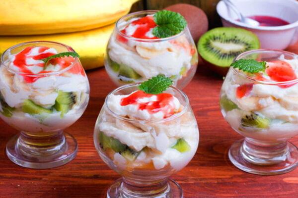 Фруктовий салат із вершками