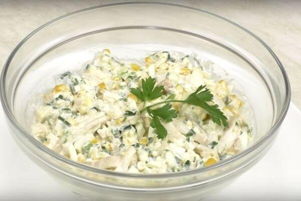 Салат із кальмарами та яйцем