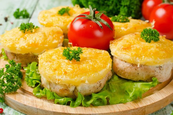М'ясо по-французьки з ананасом
