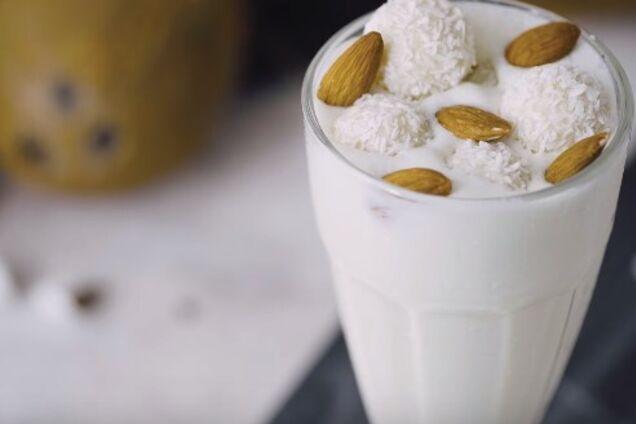 Кокосовий молочний коктейль
