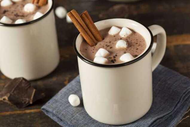 Какао с зефиром и корицей