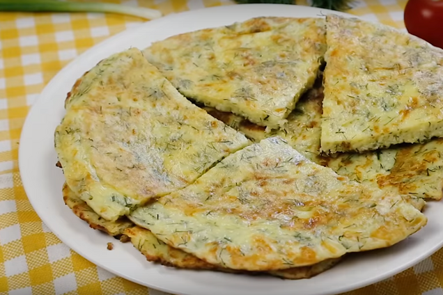 Питательный завтрак со сметаной и сыром