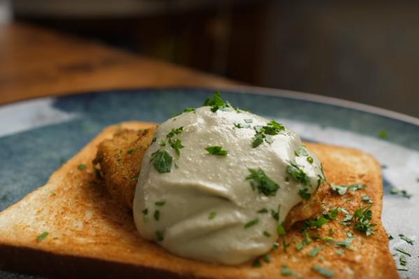 Завтрак из яиц, обжаренных в кляре